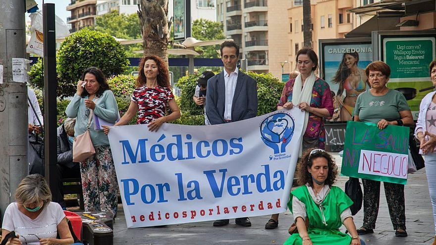 Estudiarán si la primera médica negacionista de Mallorca que cuestionó las vacunas ha vulnerado el código ético