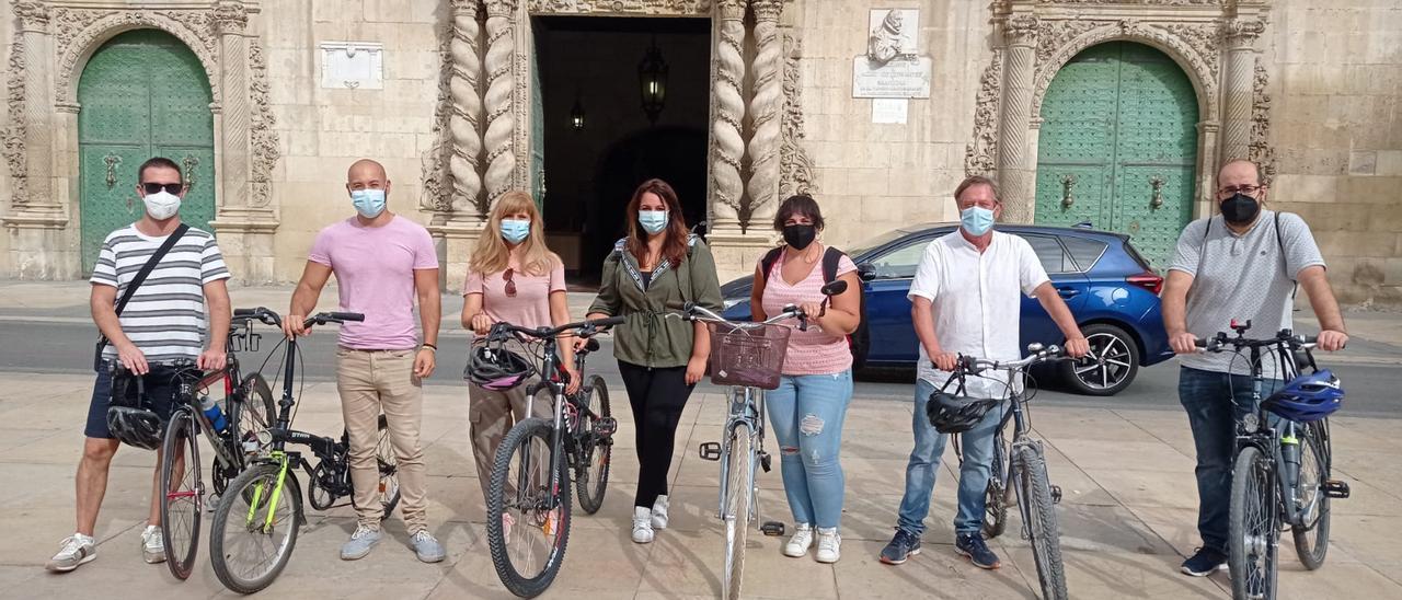 """Los concejales de Unidas Podemos en Alicante, en una """"bicicletada"""" reivindicativa"""