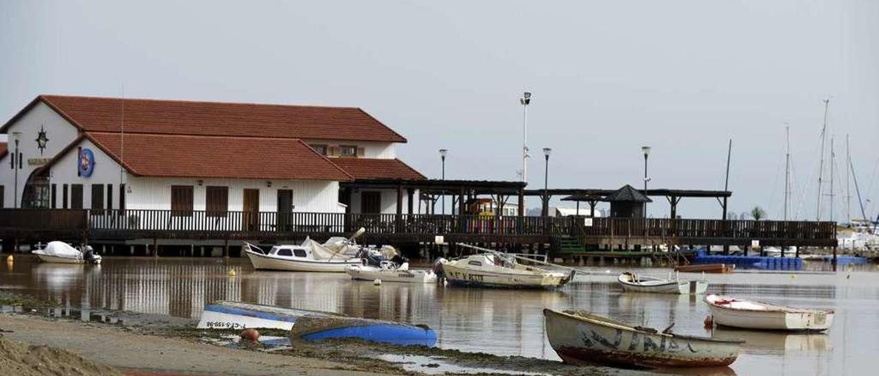 """El estado de la playa y el puerto de Los Alcázares tras el paso del temporal """"Gloria"""", a finales de enero."""