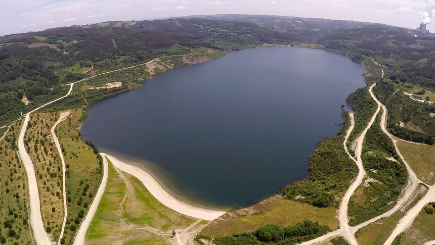 El lago de As Encrobas, en Cerceda, estará abierto al público desde esta semana