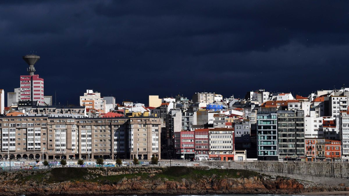 Cielo muy nuboso en A Coruña.