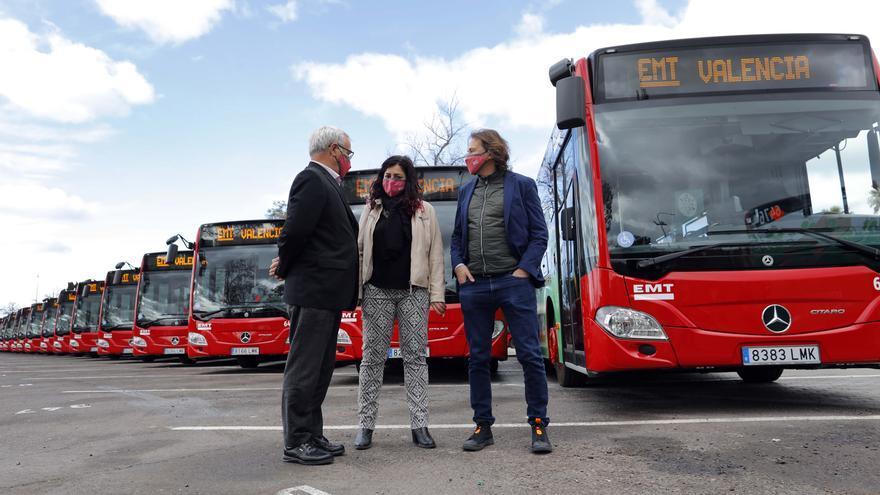 Ribó aprovecha la presentación de 21 buses para reforzar la imagen de Grezzi y la EMT