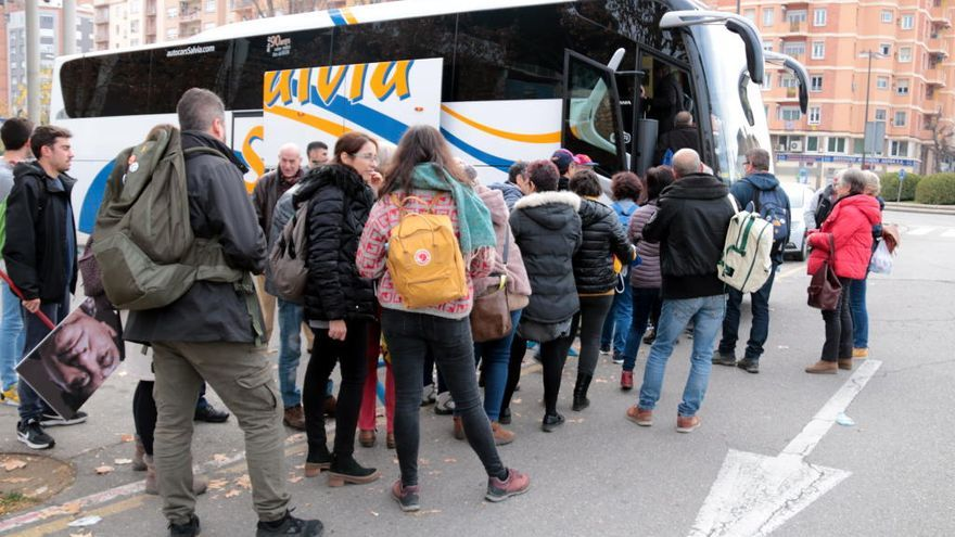 Autocars de diferents punts surten cap a Barcelona per sumar-se a l'acció de Tsunami durant el clàssic