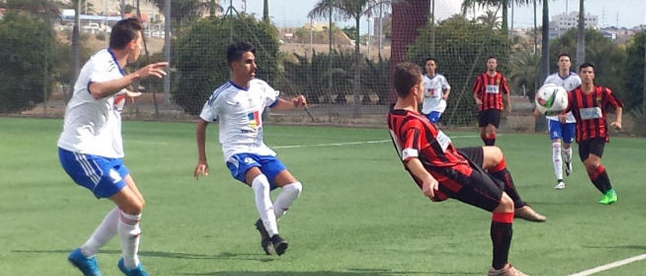 Momento del partido que Unión Viera y Maspalomas disputaron el sábado por la tarde.