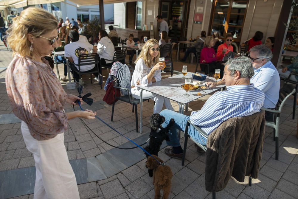 Los bares vuelven a abrir sus terrazas en Cartagena