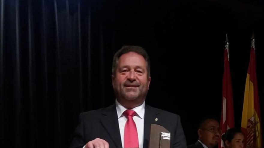 Dimite el alcalde de Colunga, Rogelio Pando (PSOE)