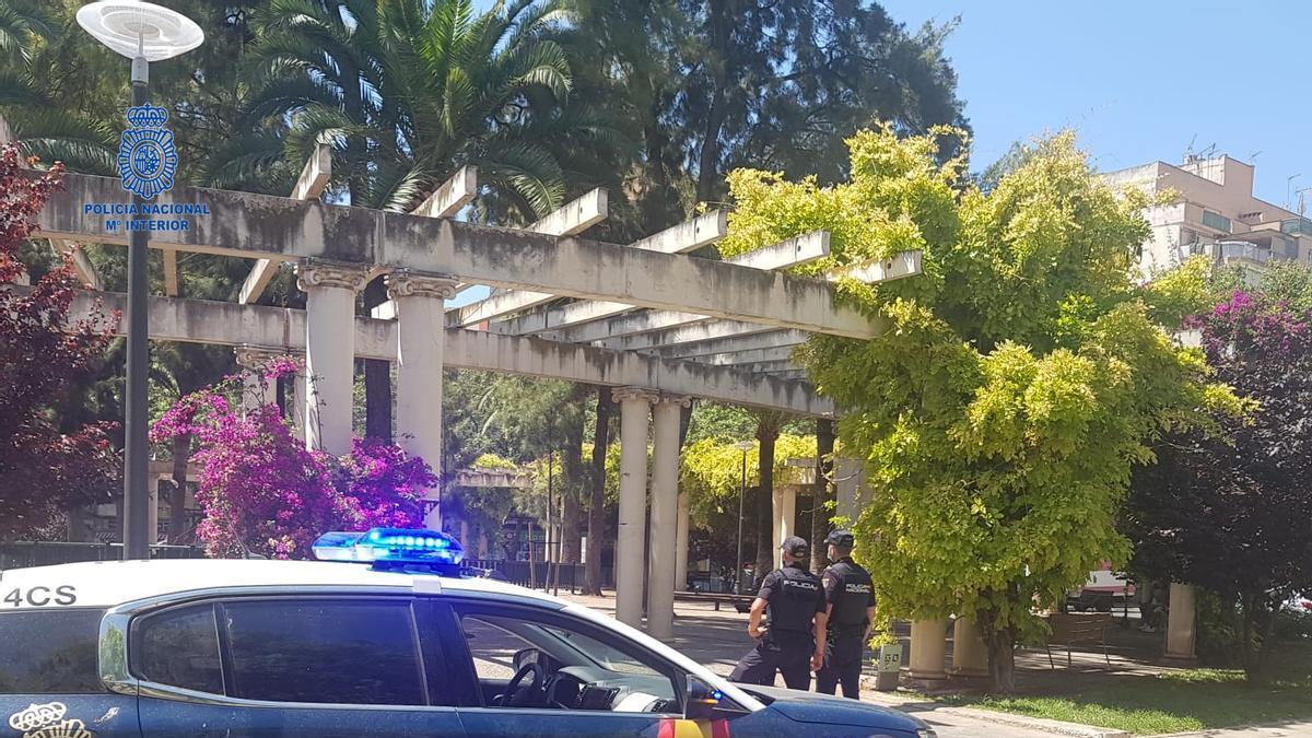 Una patrulla de la Policía, en la plaza de las Columnas de Palma.