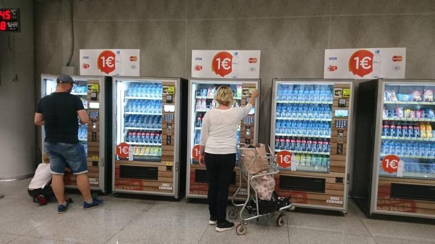 El aeropuerto de Palma ya vende botellas de agua a un solo euro