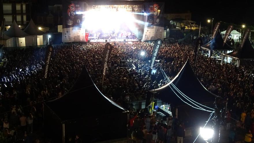 10.000 personas visitaron Combarro en la primera noche del Armadiña Rock