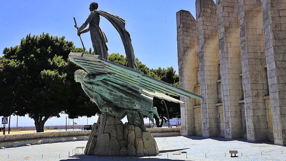 Monumento a Franco en la avenida de Anaga, en Santa Cruz de Tenerife.