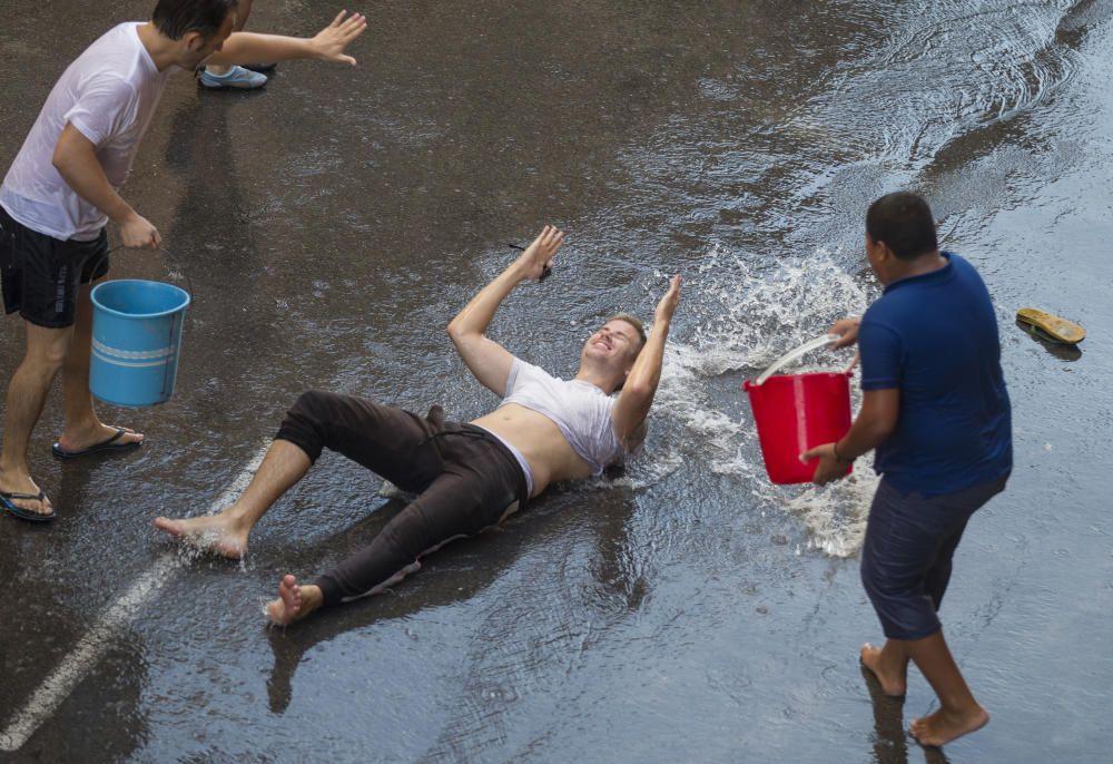 """Una refrescante """"poalá"""" para encarar el final de fiesta del Raval Roig"""