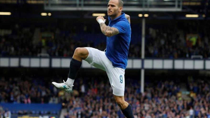 El Everton ficha a Cenk Tosun  y podría dar salida a Sandro