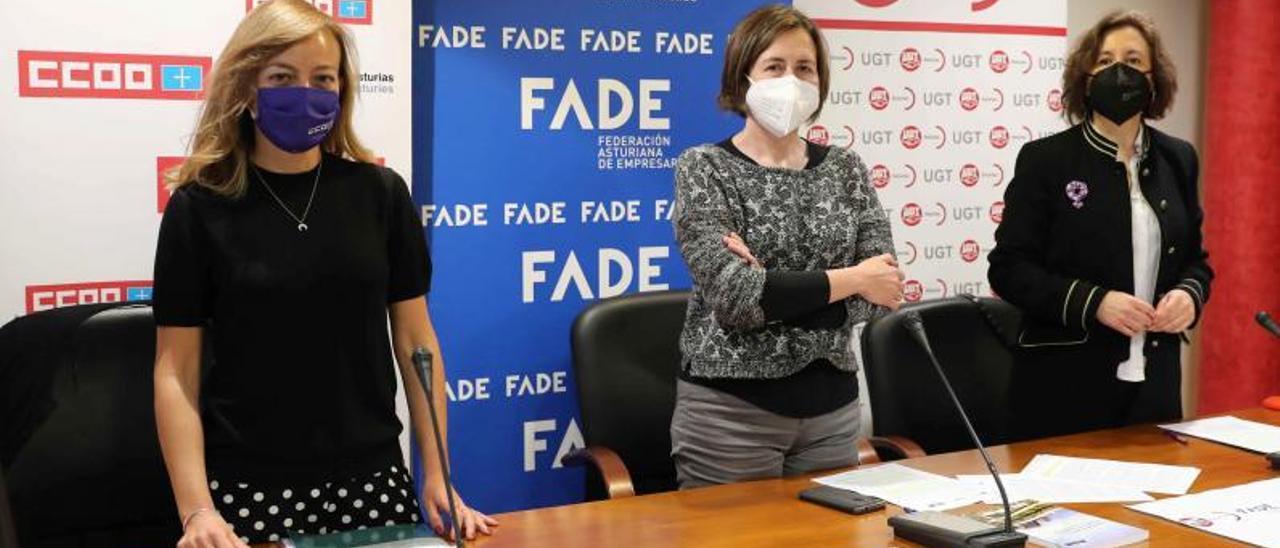 Por la izquierda, Ana María Rodríguez, Leticia Bilbao y Carmen Escandón. | Efe
