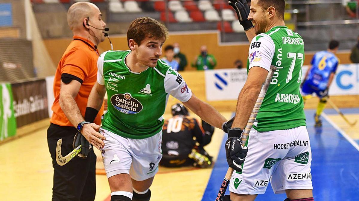 Marc Grau y Jordi Adroher celebran un gol en el último partido del Liceo.    // CARLOS PARDELLAS
