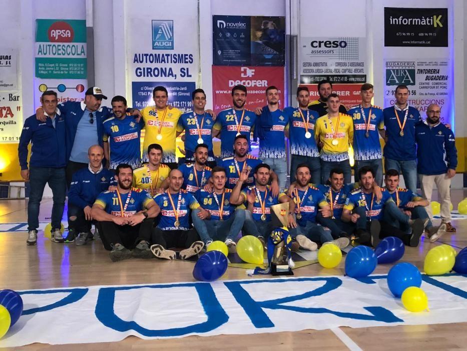 El Sarrià celebra l'històric ascens a la segona divisió espanyola d'handbol