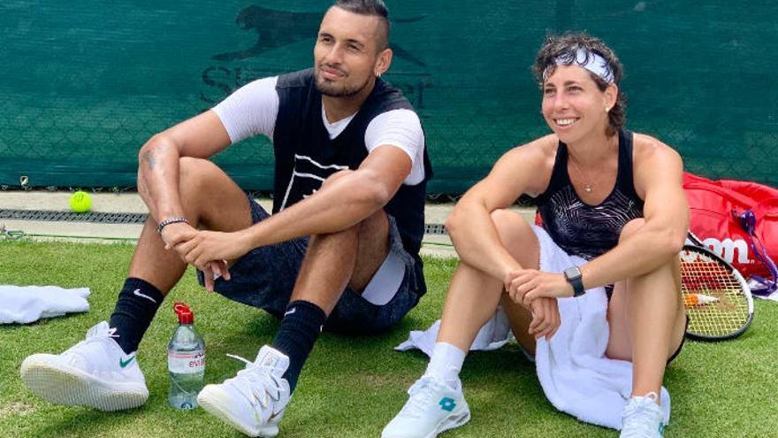 Carla Suárez se entrena con Kyrgios en Wimbledon