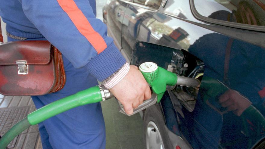 Baleares tiene 25 gasolineras en la lista de las más caras de España