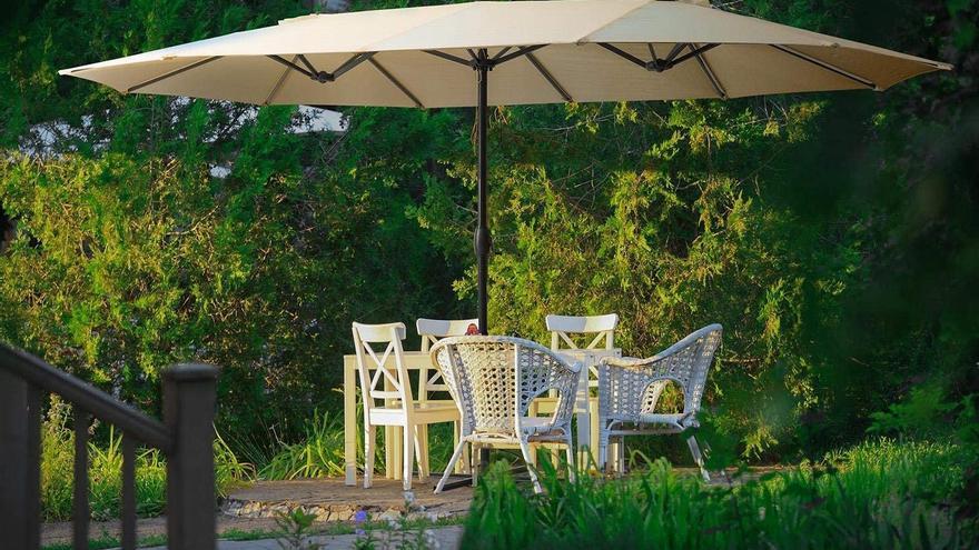 Las mejores sombrillas para protegerse del sol en el jardín