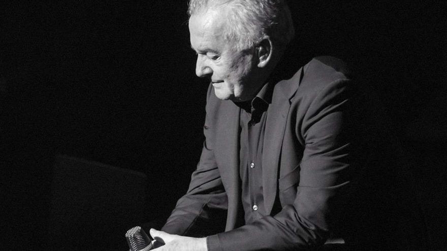 Víctor Manuel · Acústico 'Casi nada está en su sitio'
