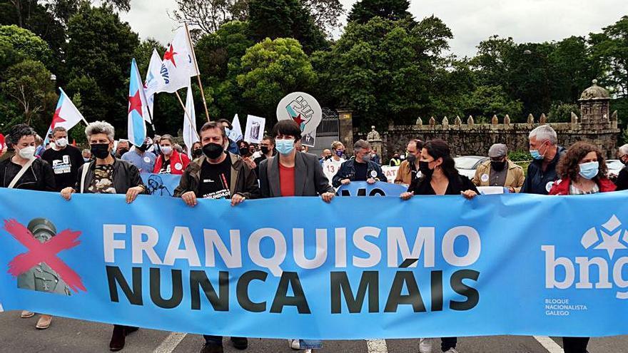 Cientos de gallegos reclaman la devolución íntegra de todos los bienes de Meirás