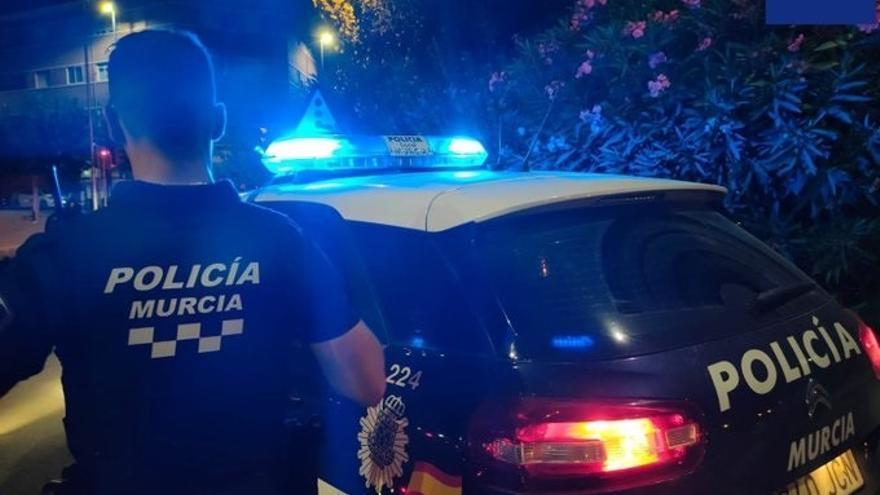 Detenida en Murcia una mujer por agredir presuntamente con un cuchillo a su marido en presencia de sus hijas