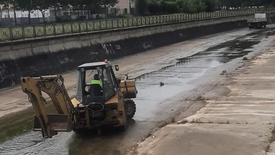Arranca la limpieza del cauce del río Albarregas