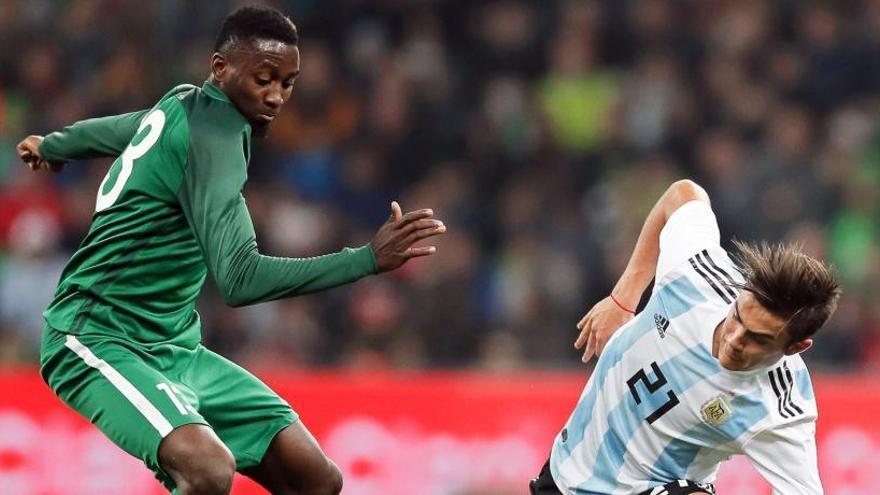 Nigeria sonroja a una Argentina sin Messi