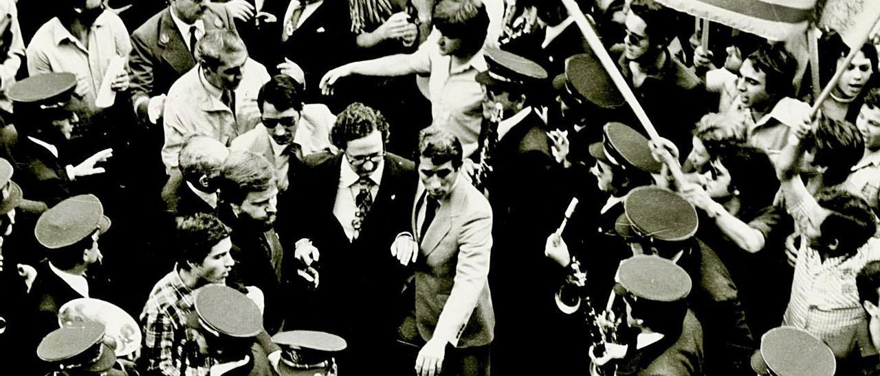 El alcalde de València, Ricard Pérez Casado, fue agredido junto a otras autoridades el 9-O de 1979. |   LUIS VIDAL