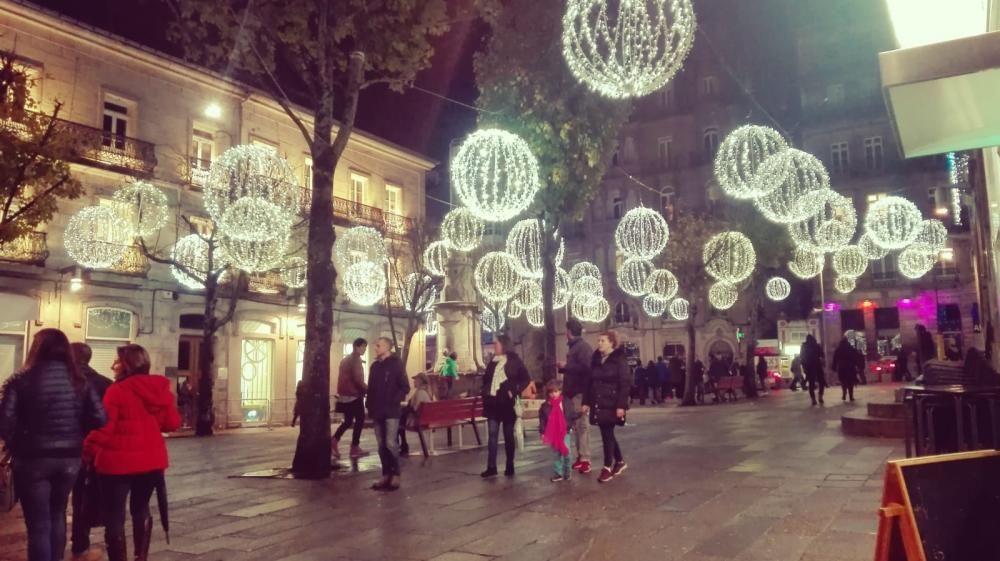 La Navidad arranca en Vigo con el encendido del alumbrado // L. V.