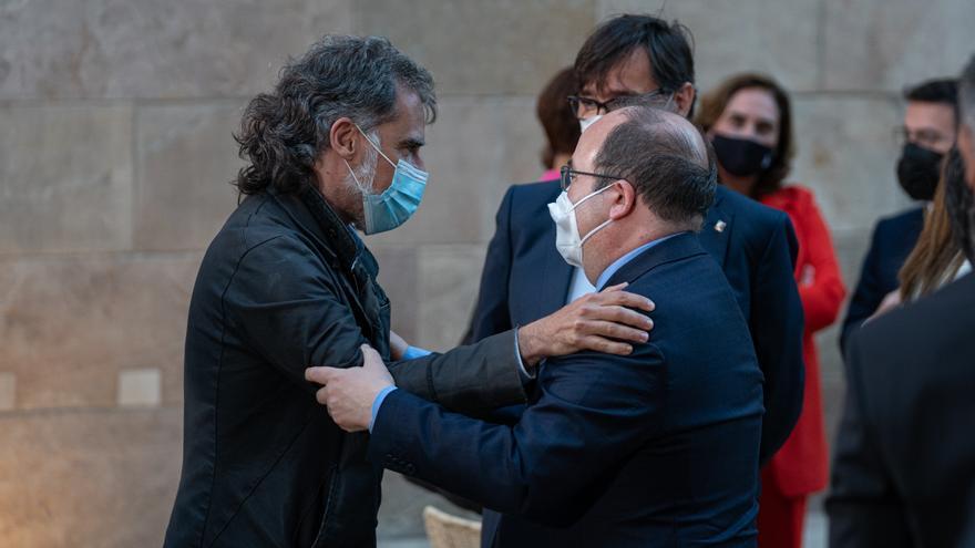 El PSC cierra filas con Sánchez ante el ataque de la derecha por los indultos