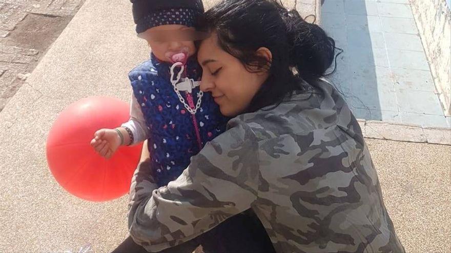 L'infern de Maider: la seva exparella, maltractador i violador, reté la seva filla a Algèria