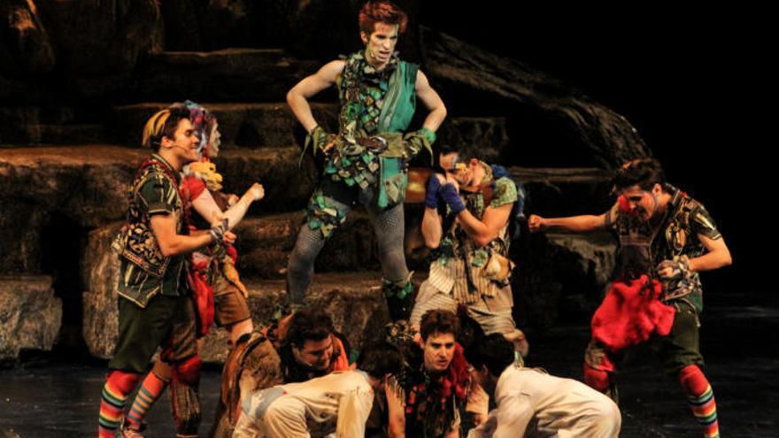 Peter Pan y todo su mundo de fantasía volaron por el teatro Leal