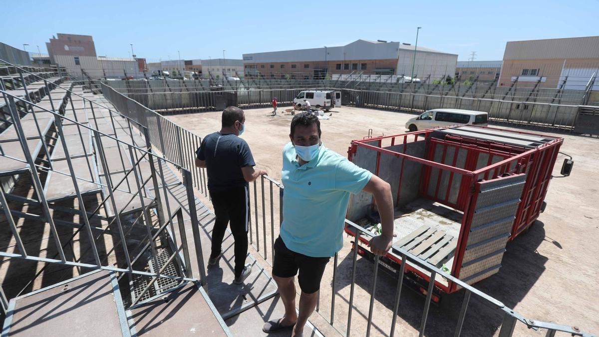 Así se monta la plaza de toros portátil en Meliana