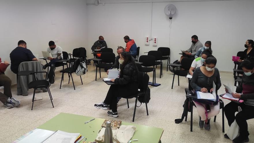 216 adultos se inscriben en los cursos de catalán del Consell de Formentera