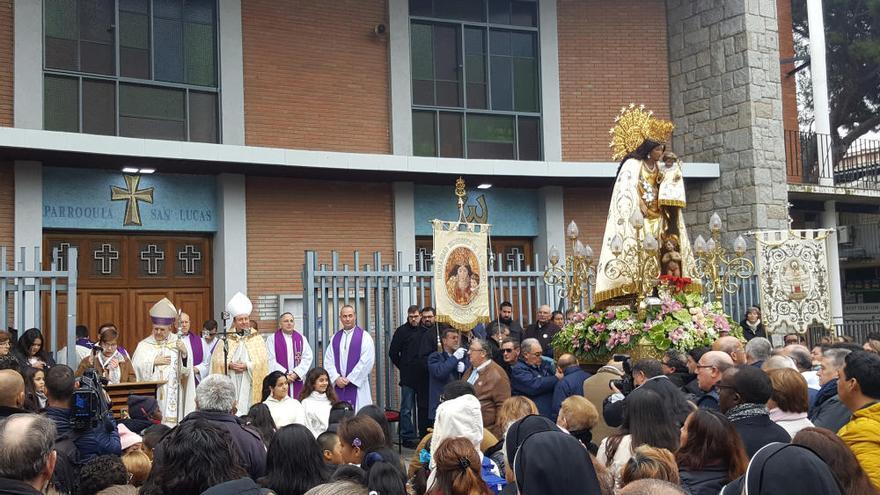 La imagen de la Virgen de los Desamparados visita Madrid acompañada por numerosos peregrinos valencianos