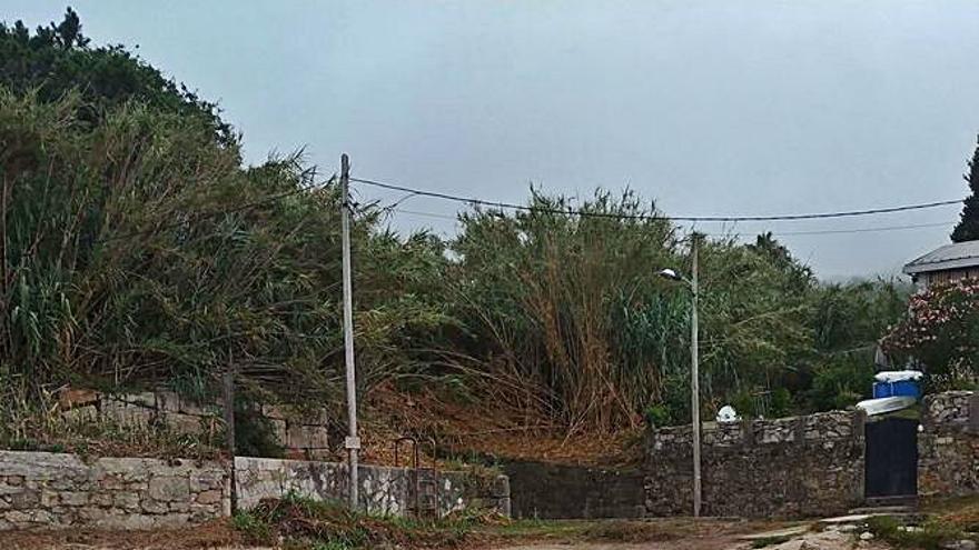 El bombeo de Santa Marta vuelve a reventar y llena de vertidos la playa