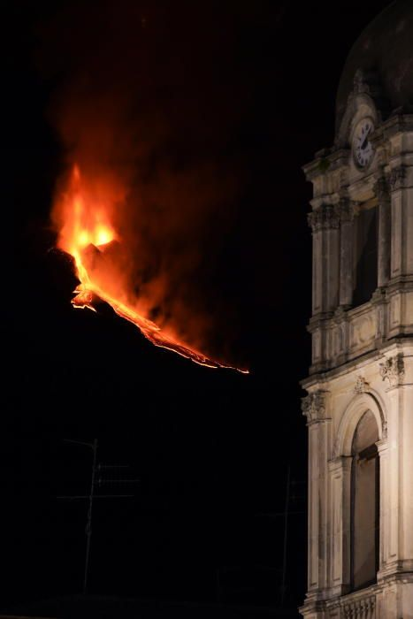 Galeria de fotos: Espectacular erupció de l'Etna a Sicília