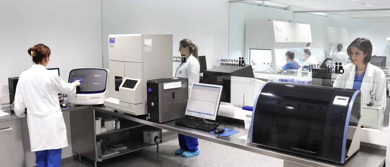 Laboratorio de genética en el Instituto Bernabeu