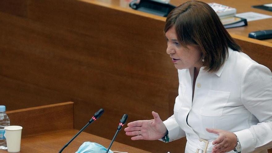 """Isabel Bonig: """"El Consell lleva gastados 60.000 € en seminarios mientras la gente sufre"""""""