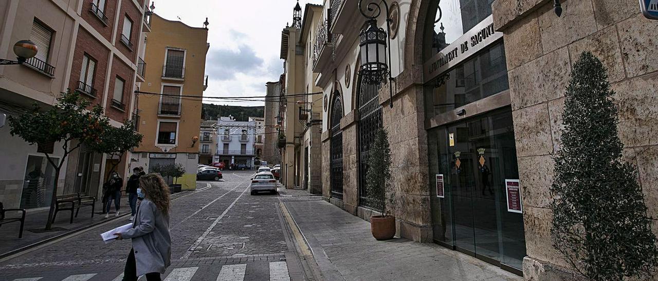 Imagen de archivo de la fachada del Ayuntamiento de Sagunt.   DANIEL TORTAJADA