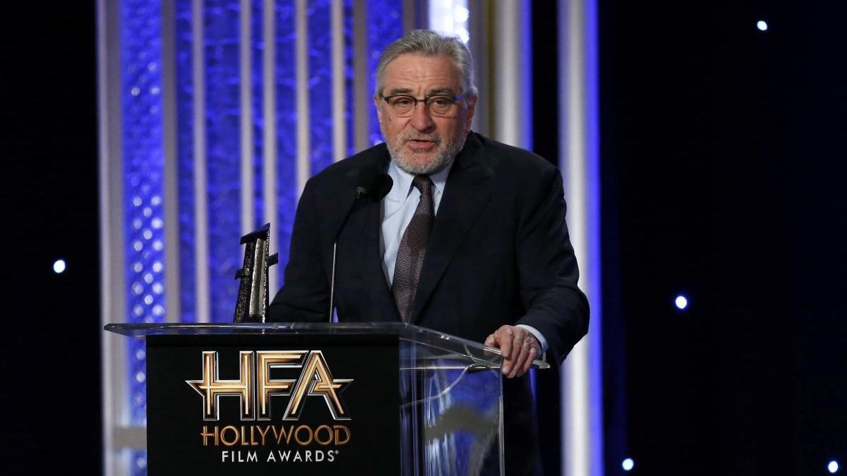 El actor Robert De Niro acepta un premio