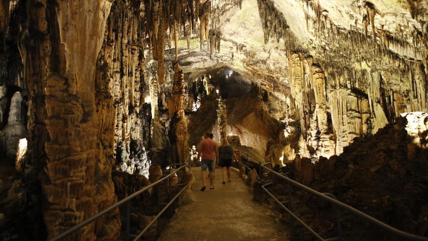 Der Hitze auf Mallorca in der Höhle Coves d'Artà entfliehen