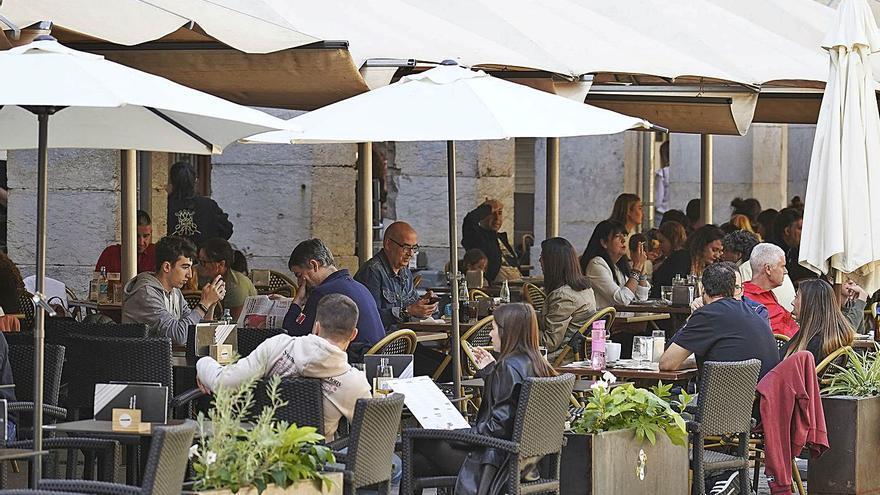 Els restaurants celebren la normalitat però trigaran anys a remuntar
