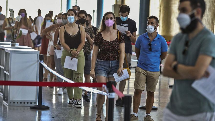La Comunidad está a la cola de España en la vacunación de los veinteañeros frente al covid