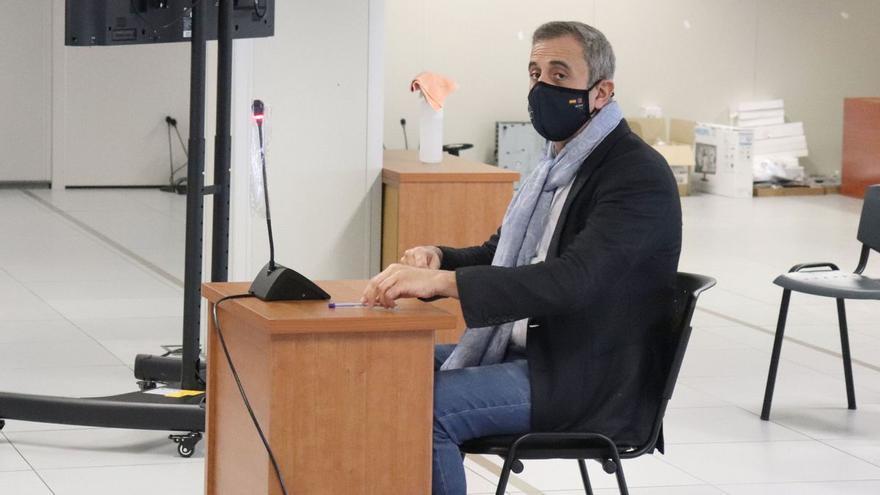 Piden cuatro años de cárcel para el cirujano valenciano Luis Senís por llevar medio kilo de cocaína