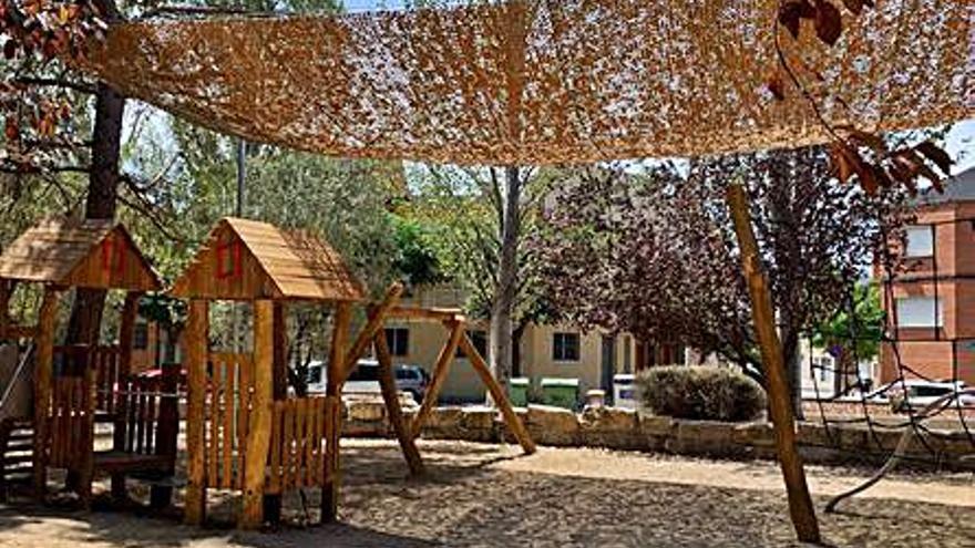 Vilanova del Camí completa la millora del parc de la plaça dels Claramunt