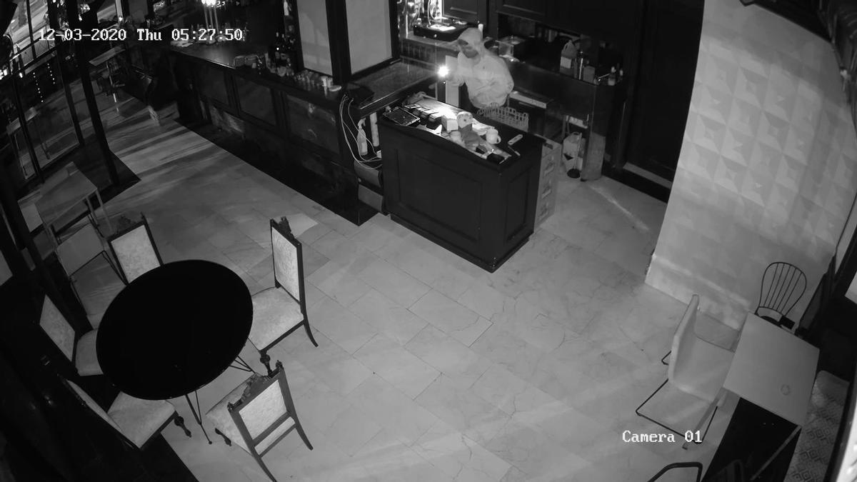 Imagen del ladrón captada por la cámara de seguridad.
