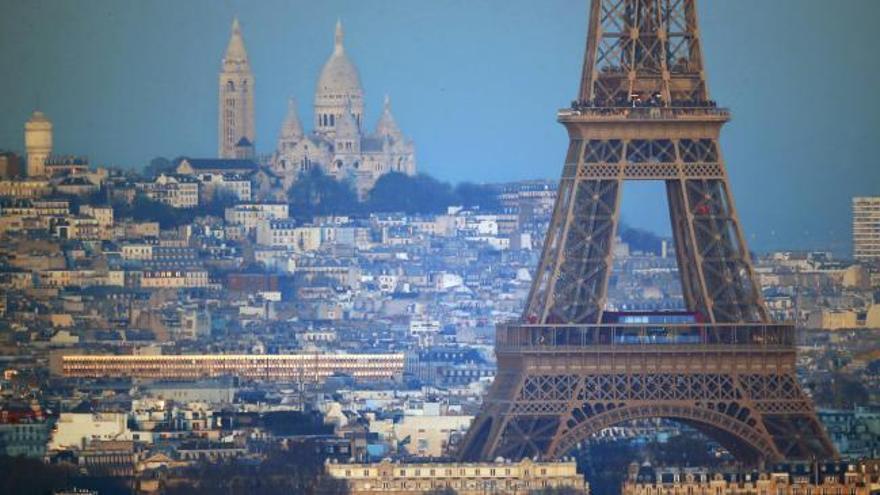 La Torre Eiffel reabre tras un cierre de más de tres meses