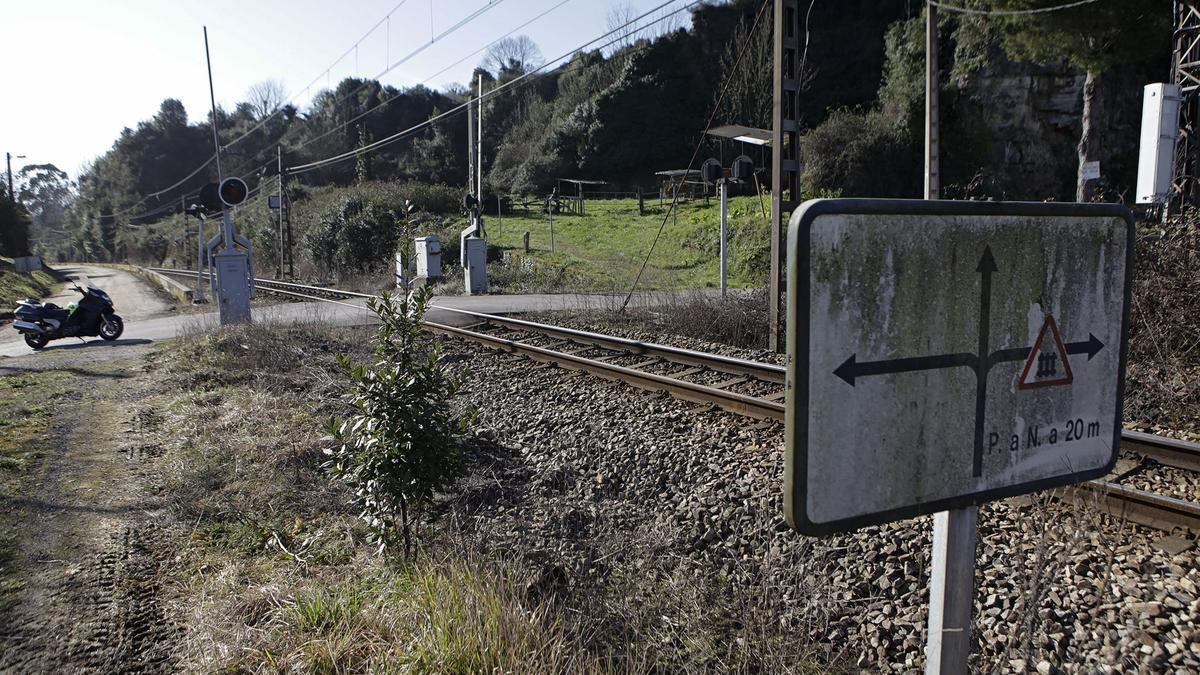Línea férrea por Sotiello.