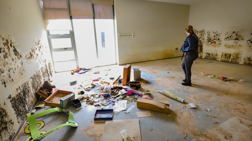 Lamentable estado en el que se encuentra el edificio que ocupó el Centro Oriol en el Palmeral de Orihuela